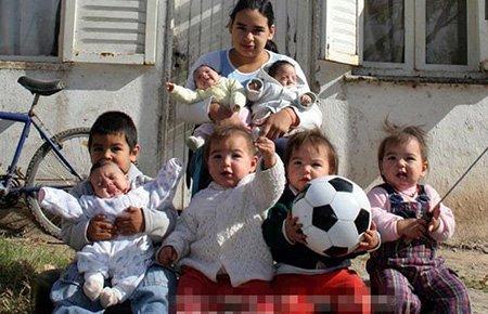 组图:16岁女孩成为七个孩子的妈