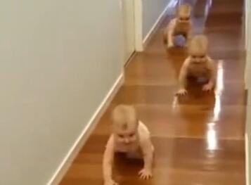家有三胞胎宝宝,地板都省着用拖布了