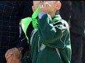 """小学""""差生""""被戴绿领巾 老师称为激励其上进"""