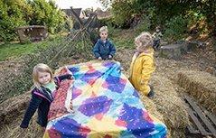 组图:英户外幼儿园让孩子回归大自然接受挑战