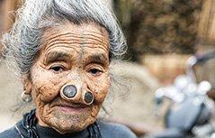组图:骇人习俗!古老部落改造人体