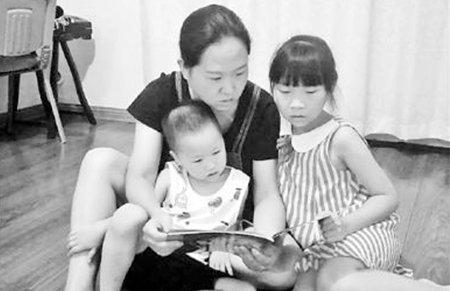 怕幼儿园跟不上妈妈给娃报5个培训班 家长焦虑咋解?