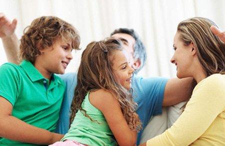 """当孩子撒谎时 父母要避免问""""为什么"""""""