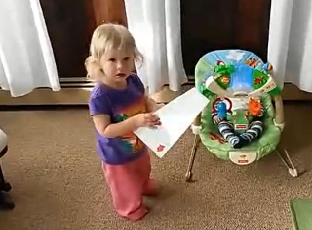 二胎宝宝太无助! 被姐姐直接当玩具!