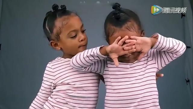 萌!美双胞胎女童无法接受对方比自己大委屈落泪!