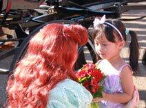 组图:美人鱼公主爱丽儿翩翩而至