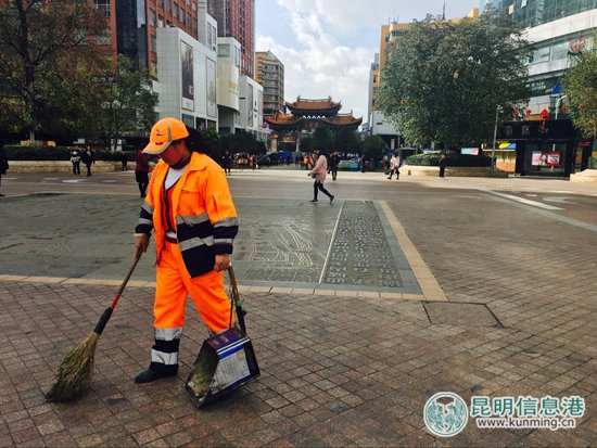 """南屏街片区每天清洁18小时 确保垃圾一分钟""""消失"""""""