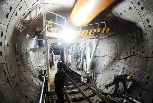 昆明发力综合交通枢纽建设 地铁4号线9个车站已封顶