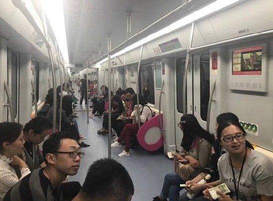 """昆明地铁3号线通车在即 200余名""""群演""""上阵体验"""