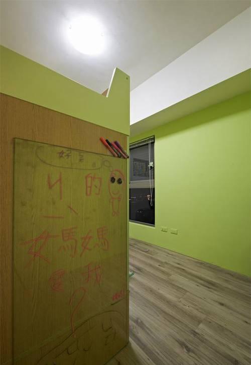 儿童房嫩绿色的油漆加上涂鸦墙的设计,让孩子能在清新活力中挥洒创