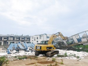 阳宗海大力清理区域违法违规建筑 1小时拆掉7栋违建