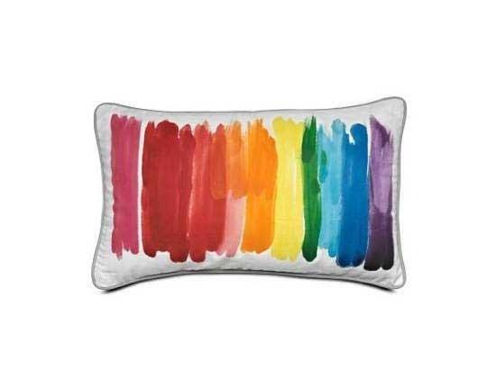 抱枕的颜料手绘感很强