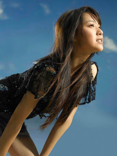 2.使用护发素过量   油性头发使用护发素时,一定要当心,过多...