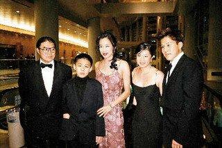香港霍氏家族 富豪的财情与风流