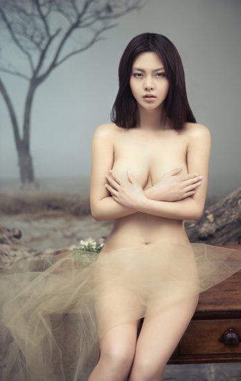 冯雨芝裸妆出镜唯美性感女神
