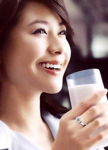 美女必知牛奶10种喝法很伤身