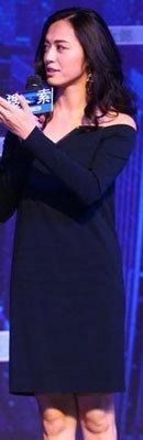 姚晨穿着Lanvin 2011秋冬系列的小黑裙