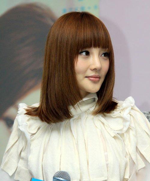 明星们怎样用齐刘海长发扮嫩 演绎清纯可爱的气质图片