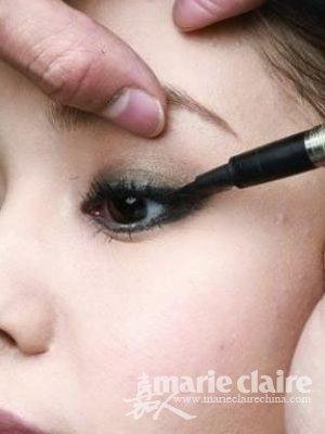 实用眼妆技巧打造自然美目