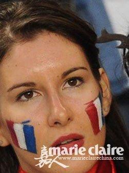世界杯趣味女球迷大秀彩绘妆