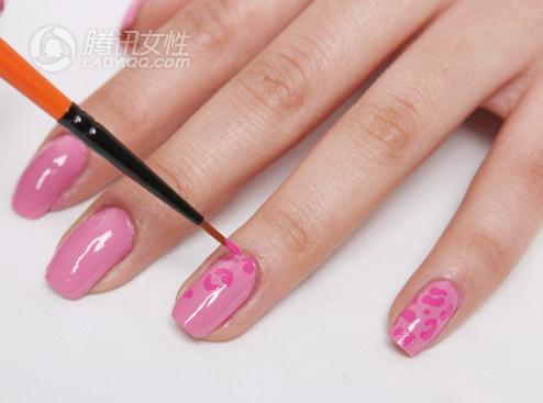 达人教你在家DIY豹纹指甲 夏天豹风格美甲,活跃在指尖