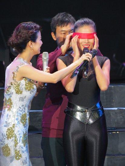 《12生肖》首映礼,成龙携新晋打女跆拳道冠军张蓝心