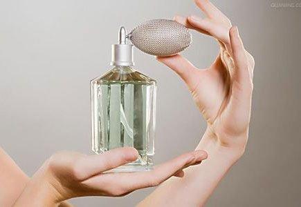 三个小妙招帮你鉴定香水品质