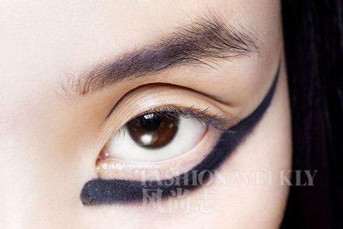 妆容点睛之笔 奇趣下眼线(4)