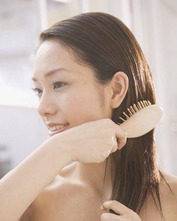 女性几天洗一次头 更健康?