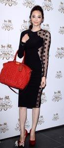 吴佩慈身着Stella McCartney 2011秋冬系列修身裙