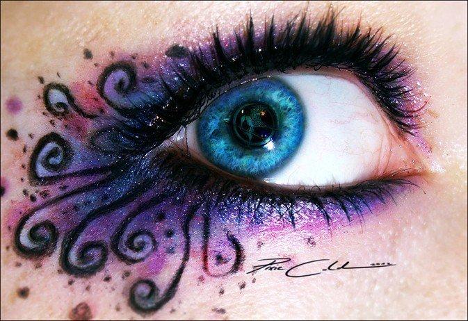 悄悄蔓延,好似蝴蝶的触角或花朵的花心,紫色梦幻般的颜色轻扫