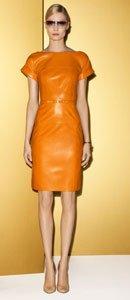 李嘉欣穿着Gucci 2012度假系列的橙色皮裙