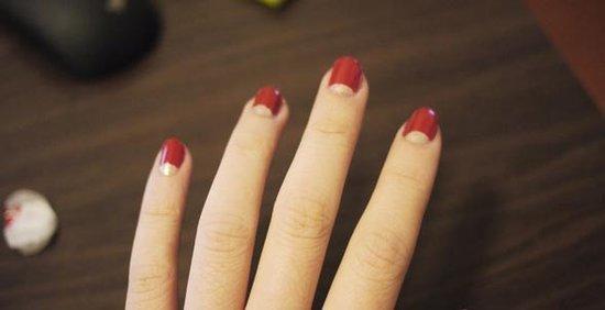 """喜欢""""半月形""""反法式美甲? 手把手教你如何DIY半月形美甲"""