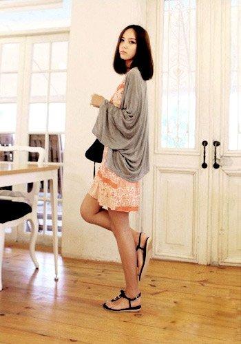 韩国女人最爱 纯色针织衫应季搭配必备(图1)