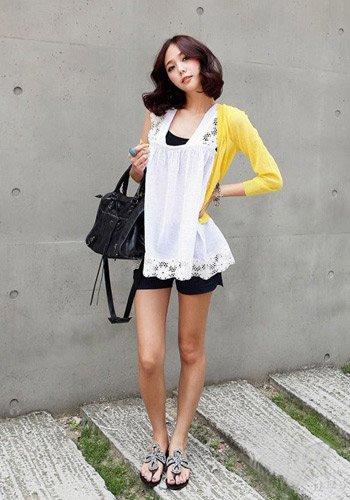 韩国女人最爱 纯色针织衫应季搭配必备(图2)