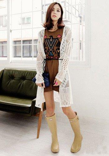 韩国女人最爱 纯色针织衫应季搭配必备(图4)
