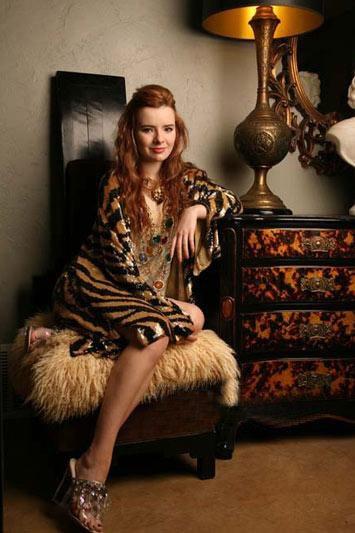 高跟鞋公主JaneAldridge的冬日华丽复古风高叉泳衣情趣字v图片