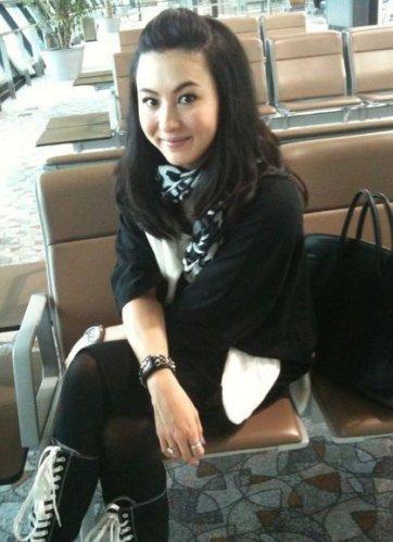 王菲喜庆出街 明星谁是围巾搭配高手?