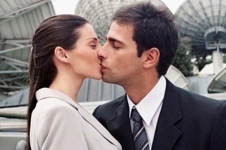 留学女孩请你谨慎和女生谈恋爱多老外吗建筑系图片