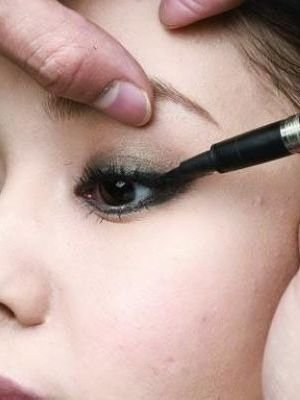 八大眼妆技巧 打造自然美目