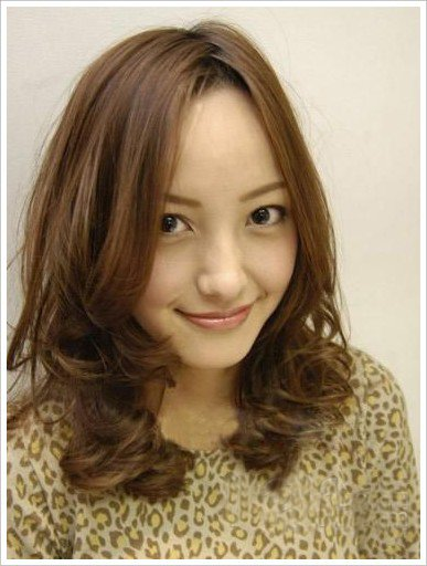 蓬松感大卷×金棕色:活力甜心女孩