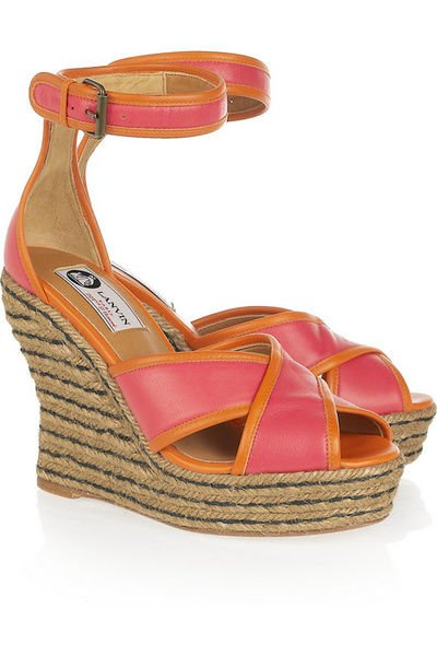 坡跟鞋新趋势 入夏长腿露出来