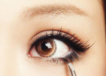 第二款:上扬眼线 眼尾上扬的眼线,适合打造充满魅力的双眸,可以魅惑
