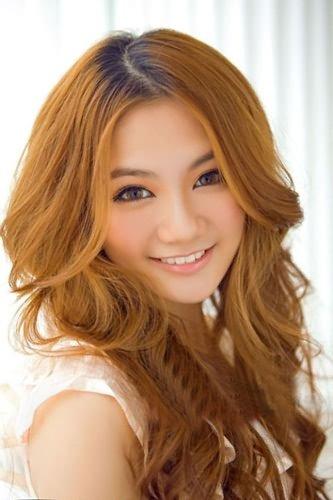 水嫩嫩的长卷发 发型也能招桃花图片
