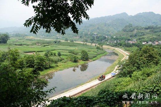 峨眉山市:加强中小河流治理 守护一片青山绿水