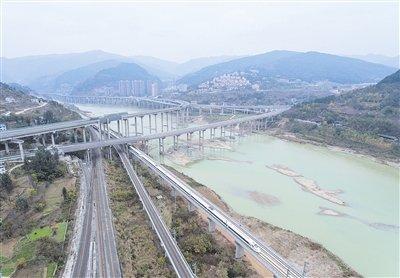 高铁通车之际 西成高铁开辟西部发展新格局
