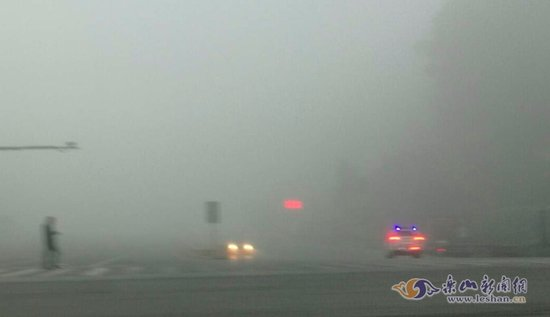 快讯:大雾来袭乐山境内的4大高速全线封闭