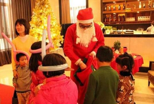 圣诞大狂欢 辉腾新天地缤纷惊喜停连连!