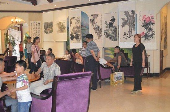 本次书画展活动分别在荣盛香醍荣府以及锦绣外滩两大楼盘的售楼中心图片