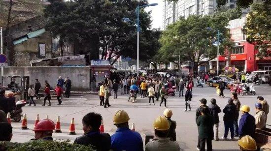 【评论】鱼峰路现拆迁闹剧,到底是民太刁还是官太恶?